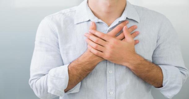 Skąd się bierze uczucie niepokoju w klatce piersiowej?